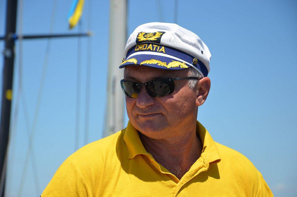 Яхтовий капітан О. Астахов