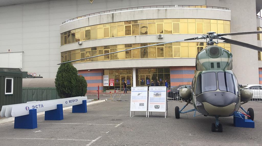 Вертолет Ми-2 и композитный лопасти